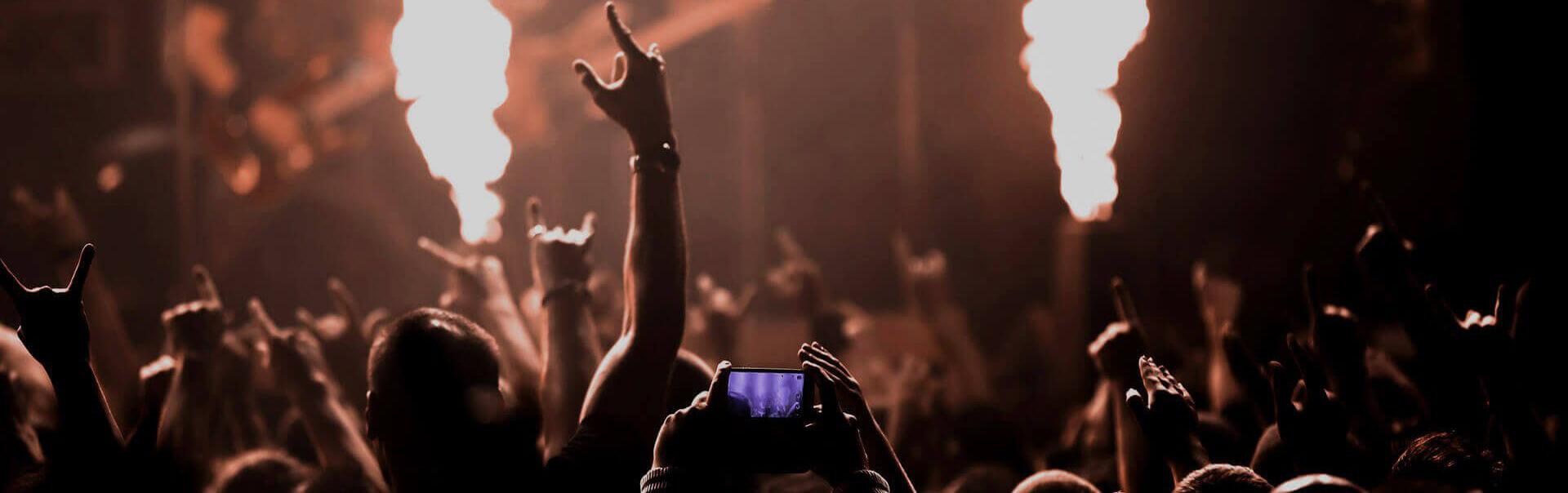 Фото для ютуба толпа на музыкальном рок концерте