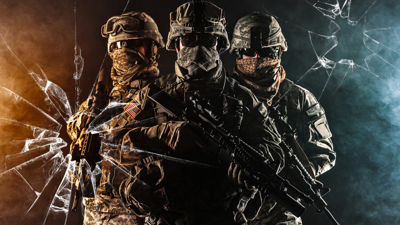 Картинка для обложки на ютуб канал с солдатами в военной форме.