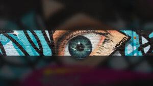 Граффити глаз на стене