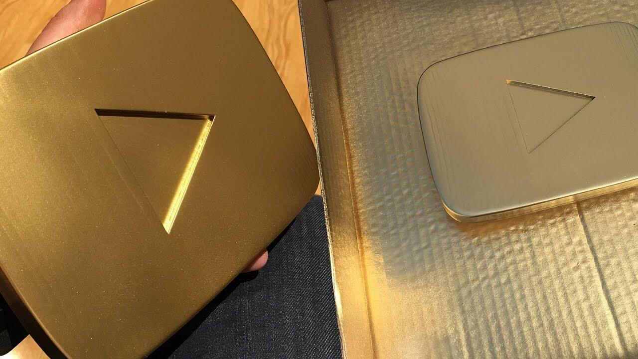 Фото поддельная кнопка ютуба за подписчиков под золотистый металл