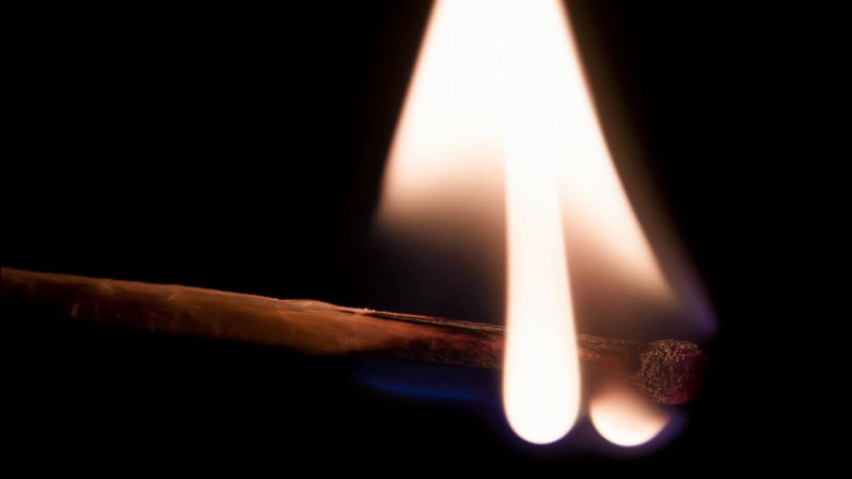 i126 - горящая спичка
