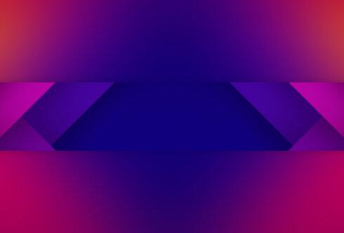 Картинка фиолетовый фон для шапки на ютуб с симметричными треугольниками красного и пурпурного цвета