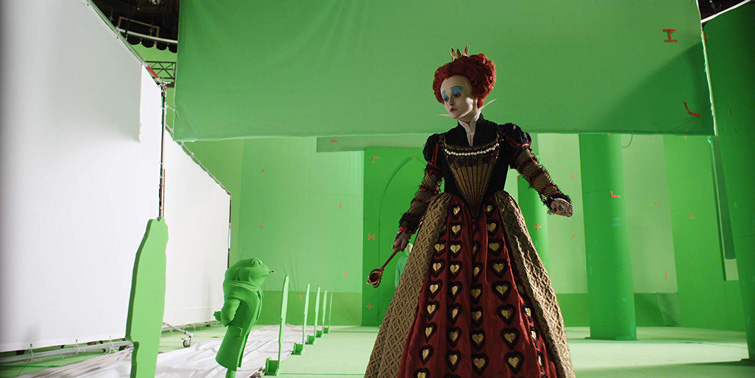 Картинка зелёные хромакей эффекты и королева в платье рядом с анимационными персонажами
