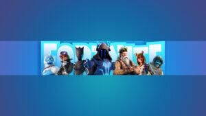 Картинка игровая шапка для канала фортнайт голубого цвета с толпой персонажей по центру на фоне светлой надписи fortnite