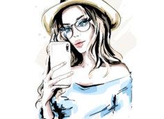 Картинка на аву девушка в очках и шляпе со смартфоном в руке.