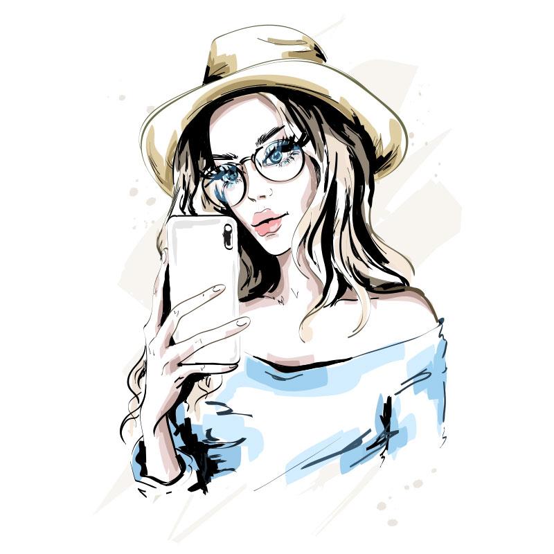 Девушка в очках и шляпе со смартфоном в руке.