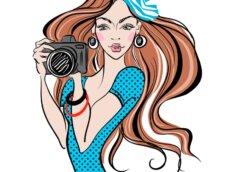Нарисованная аватарка для девушки - шатенка в берете и голубом летнем платье с фотоаппаратом.