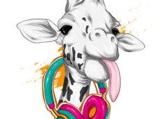 Прикольная морда жирафа с высунутым языком и наушниками на шее.