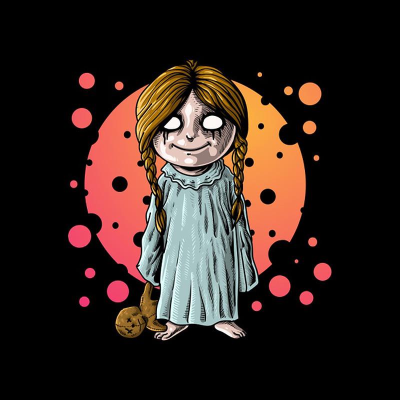 Страшная девочка в ночной сорочке с плюшевым медведем.